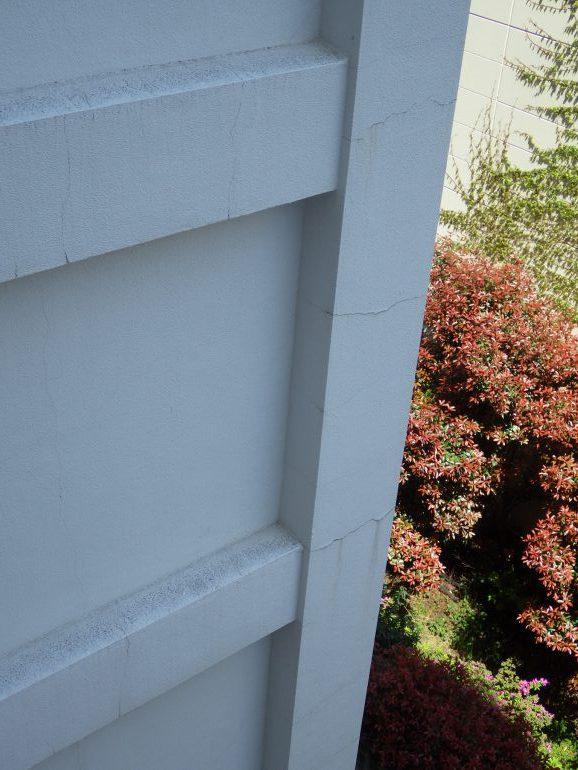 柱と梁にできた亀裂